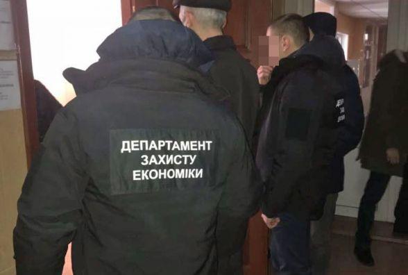 За хабар 10 тисяч гривень чиновник з Олевська може отримати до 10 років з конфіскацією