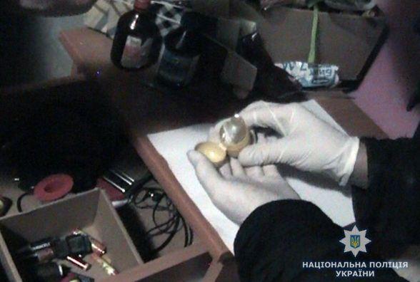 Мешканка Новограда-Волинського зберігала психотроп і наркотики для власного вживання