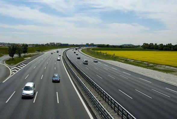 Дорожні новації: коли в Україні з'являться платні дороги