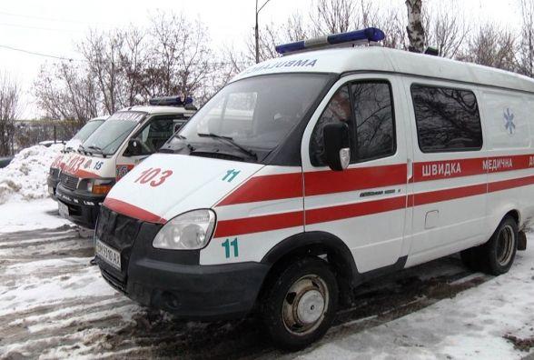 Малинські рятувальники відбуксирували швидку допомогу, що потрапила у дорожню яму