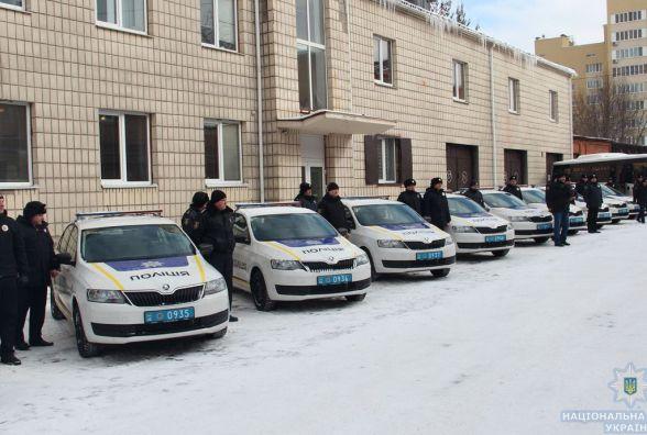 Поліцейські Житомирщини отримали 15 нових автівок та автобус
