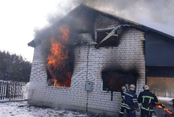 Радомишль: під час пожежі 14-річна дівчинка врятувала двох менших братів