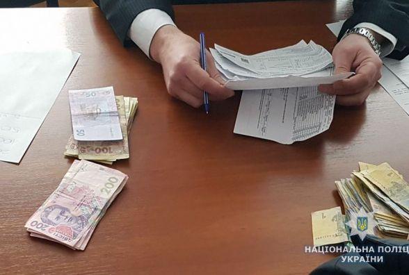 У Житомирі самогонниця намагалася відкупитися від поліцейського за тисячу гривень