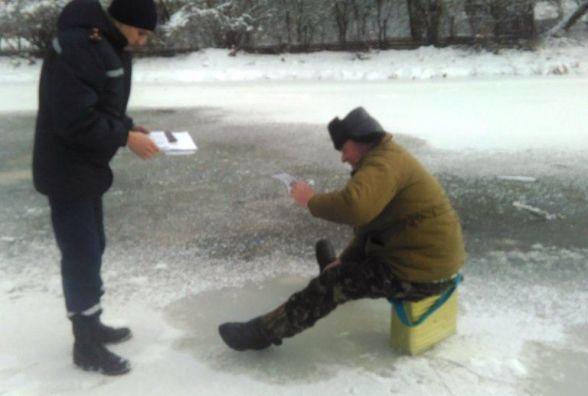 Рятувальники Житомирщини закликали населення не виходити на крижані водойми