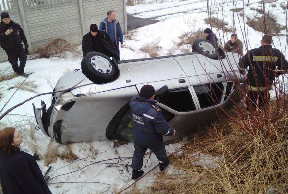 У Чуднівському районі з заблокованого автомобіля визволили двох людей