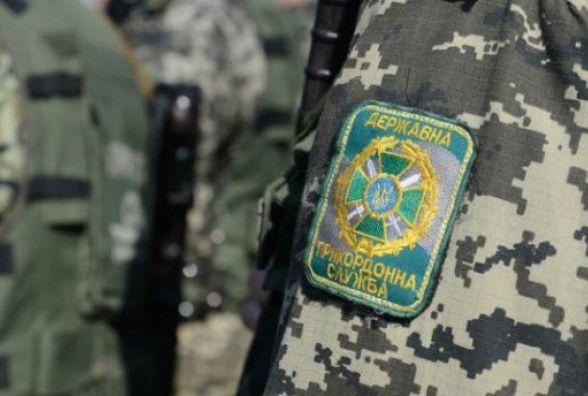 Невчасно вклеєна фотокартка в паспорті стала причиною відмови в пропуску через державний кордон