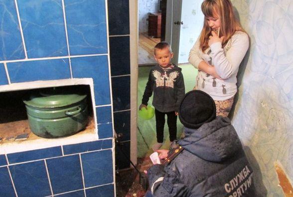 Житомирська область: рятувальники посилили протипожежний контроль в районі, де від опіків полум'ям загинула дитина