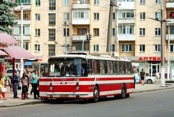 У поминальний день на кладовище будуть ходити додаткові автобуси