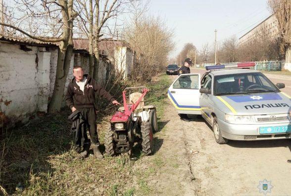 На Житомирщині підозрюваний в угоні «дев'ятки» попався у руки поліції верхи на викраденому мотоблоці