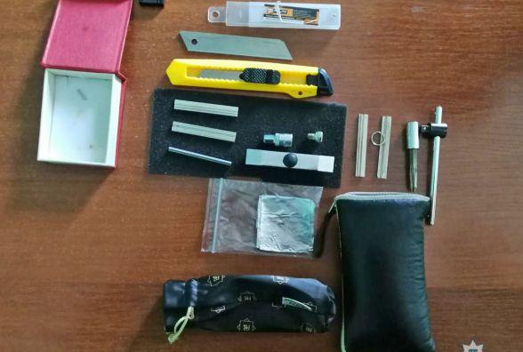 Житомирські оперативники затримали парочку домушників-гастролерів, підозрюваних у низці крадіжок в обласному центрі