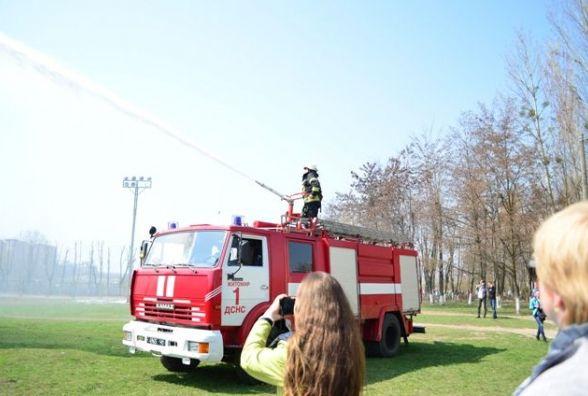 Умовна пожежа, евакуація, вибухи – у житомирській школі № 16 пройшов День цивільного захисту