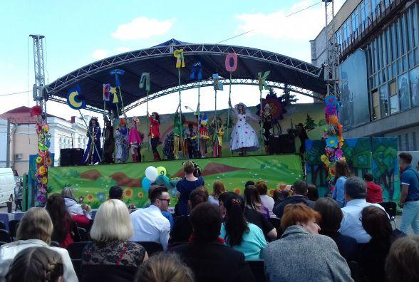 У Житомирі урочисто розпочався ІІІ відкритий фестиваль театрів ляльок «Світ ляльок»