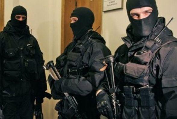 Біля 30 озброєних осіб увірвались на державне підприємство у Черняхівському районі