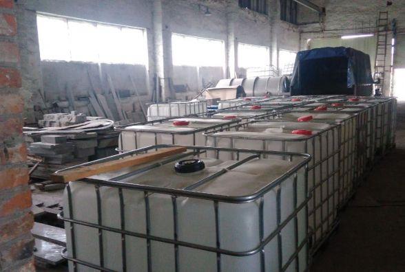 На Житомирщині прокуратурою спільно з податківцями викрито підпільний цех з виробництва фальсифікованого алкоголю, що діяв на території області