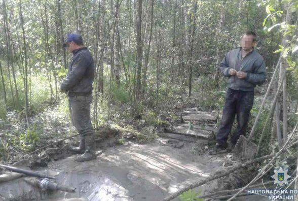 Старателі з Олевська замість бурштину натрапили в лісі на копів