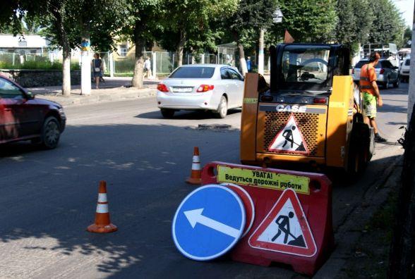 На вулиці Перемоги продовжується капітальний ремонт асфальтного покриття