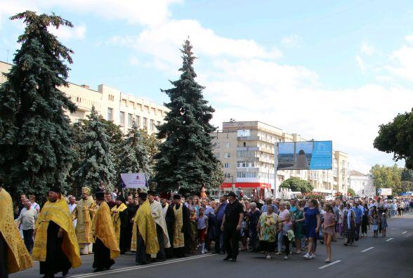Під час хресної ходи вулицями Житомира пройшли тисячі вірян