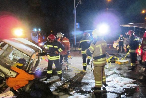 Рятувальники вночі ліквідовували наслідки ДТП на розі Троянівської та Радивилівської у Житомирі