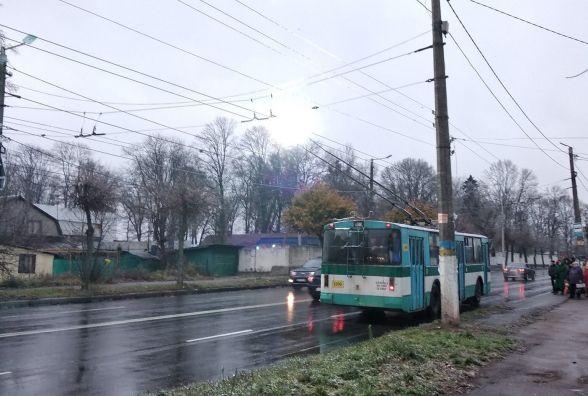 Примхи погоди призвели до транспортного колапсу у місті. ФОТО