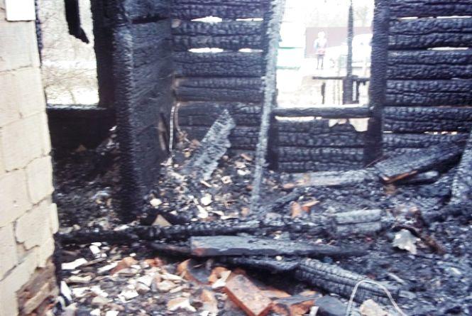 У Новоград-Волинському районі під час пожежі загинув чоловік, який зловживав алкогольними напоями