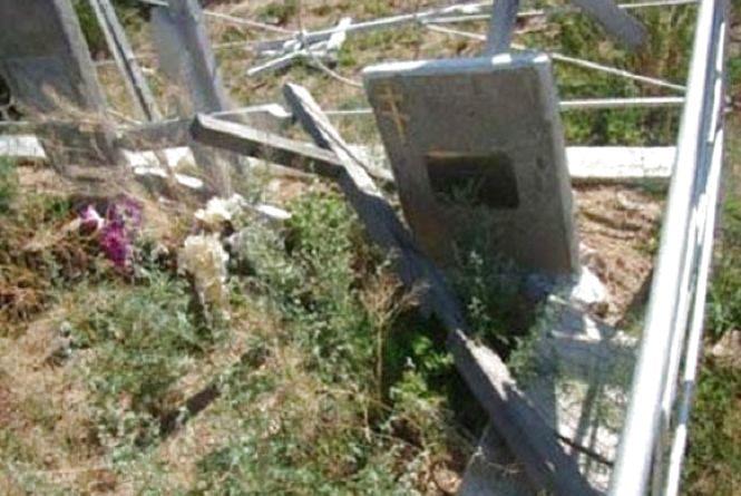 У Малині 49-річний чоловік крав елементи оздоблення з місцевого кладовища