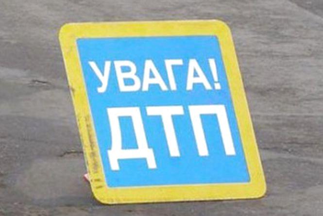 У Коростені, що на Житомирщині, під колесами позашляховика загинув водій мопеда