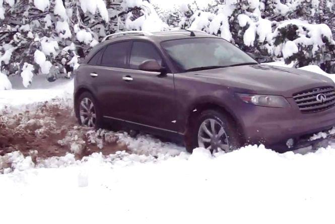 Протягом двох днів на Житомирщині рятувальники витягли зі снігових заметів 140 автомобілів