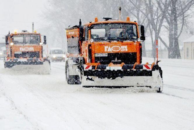 На автошляхах Житомирщини сніг прибирають 112 одиниць техніки