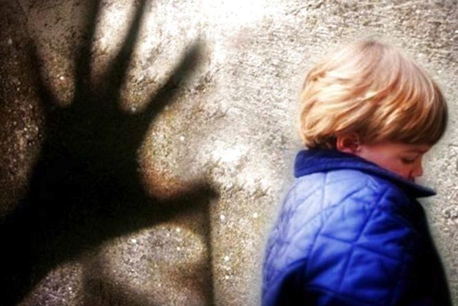 Чоловіка, що розбещував 10-річну дівчинку у Житомирі, затримали аж у Запоріжжі