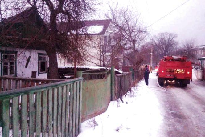 На Житомирщині під час пожежі загинула жінка, п`ятьох осіб вдалося врятувати