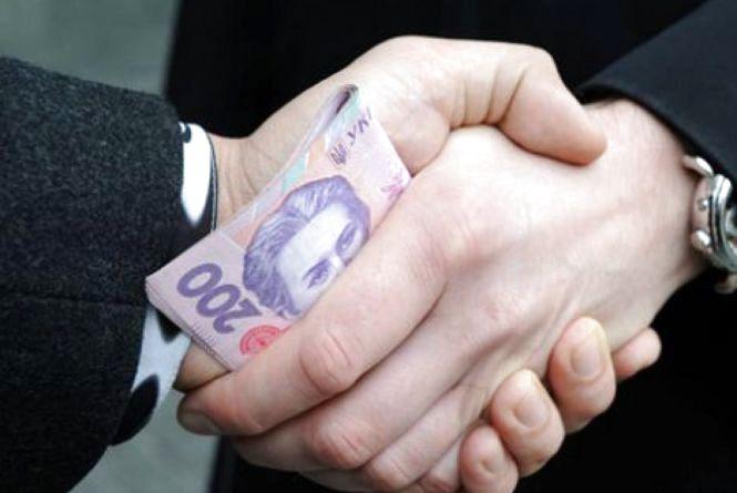 На хабарі у 2500 доларів США впіймали керівника управління Житомирської облдержадміністрації