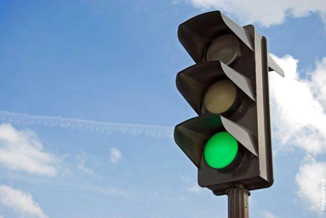 У Житомирі створять комісію, яка вирішуватиме проблему дублюючих світлофорів