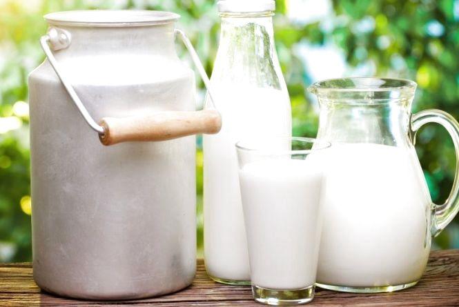 В Україні стрімко дорожчає молоко