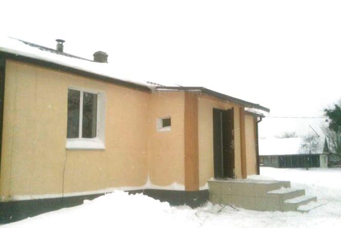 У Житомирському районі МНСники врятували від знищення вогнем заклад для надання первинної медичної допомоги