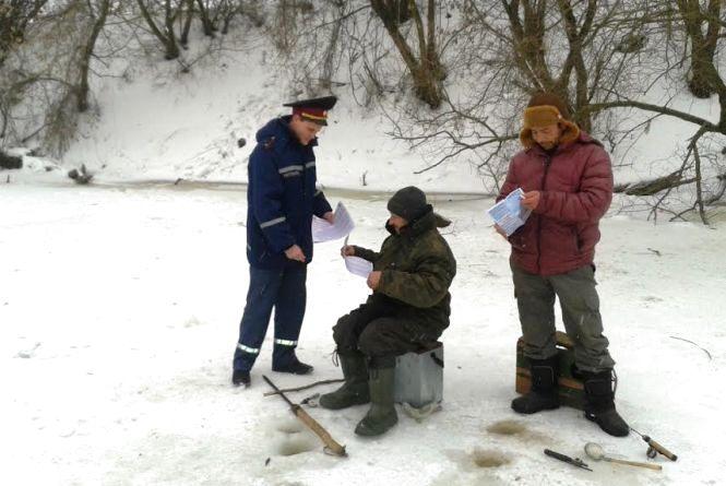 Рятувальники Житомирщини наголошують: обережно, тонкий лід!