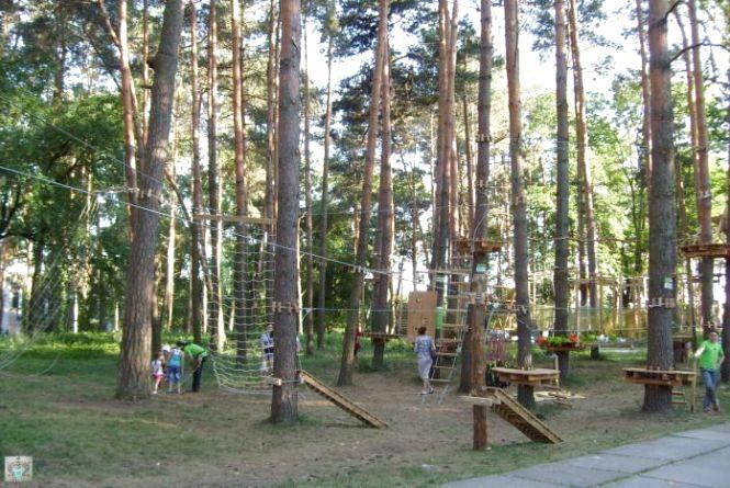 Небезпечні дитячі майданчики і мотузкові парки Житомирщини
