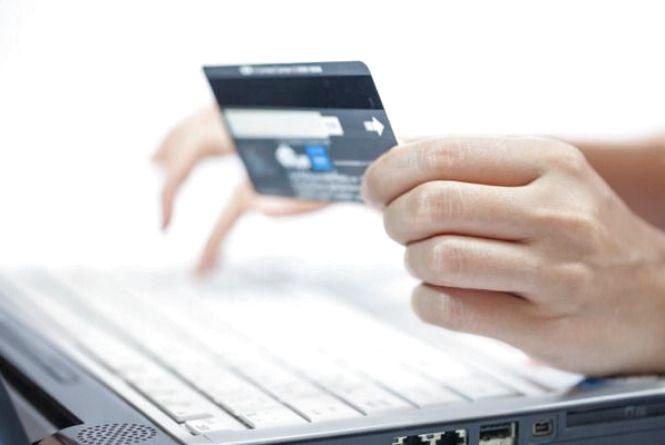 """""""Укрпошта"""" запустила нові сервіси: «переказ між картками» та «оплата послуг он-лайн»"""