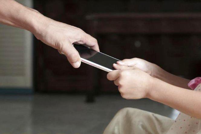 У житомирського школяра вкрали мобілку вартістю понад 4,5 тисячі гривень