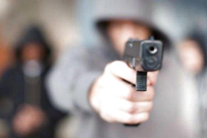 На Житомирщині за стрілянину у парку затримали трьох нетверезих молодиків