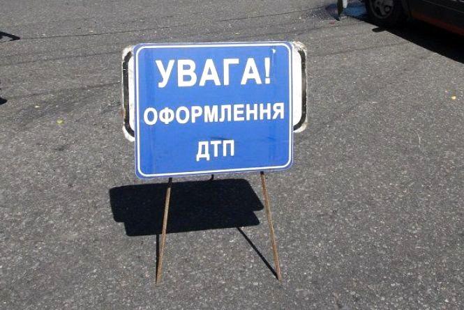 На Житомирщині не розминулися легковик і мопед: госпіталізований водій мопеда