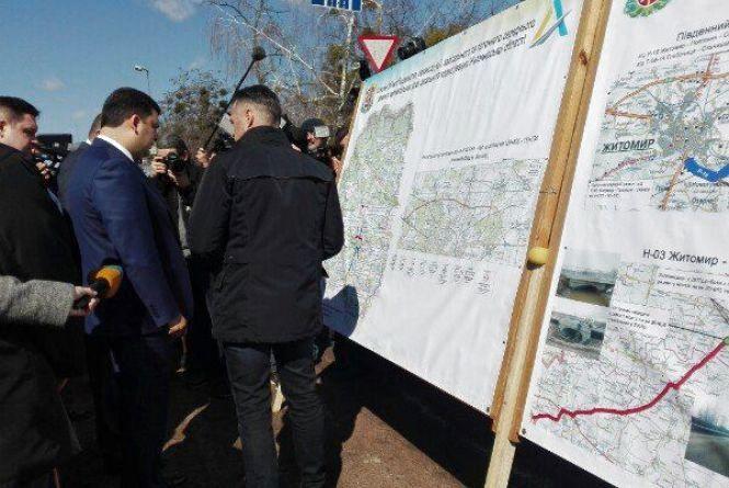 Володимир Гройсман інспектує поточний ремонт доріг на Житомирщині