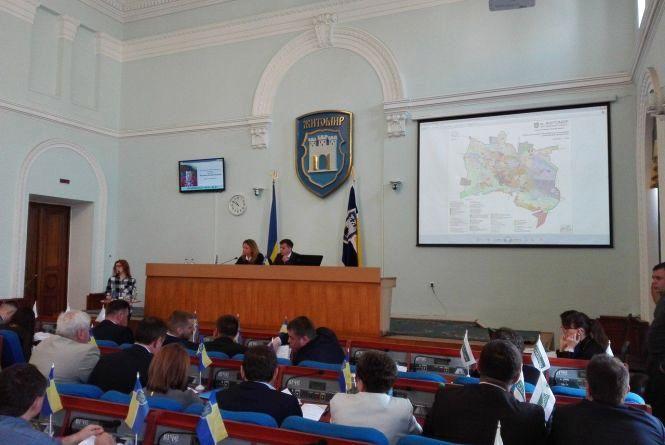 """Житомирська міська рада продовжеє """"тягнути інтригу"""" із заступниками"""