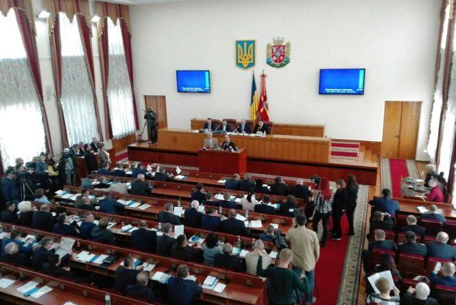 """На сесії облради депутати """"засипали"""" питаннями головного поліцейського Житомирщини"""