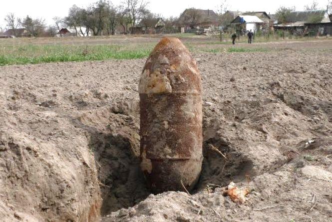 Відголоски війни: на Житомирщині селянин знайшов на полі 250-кілограмову авіаційну бомбу