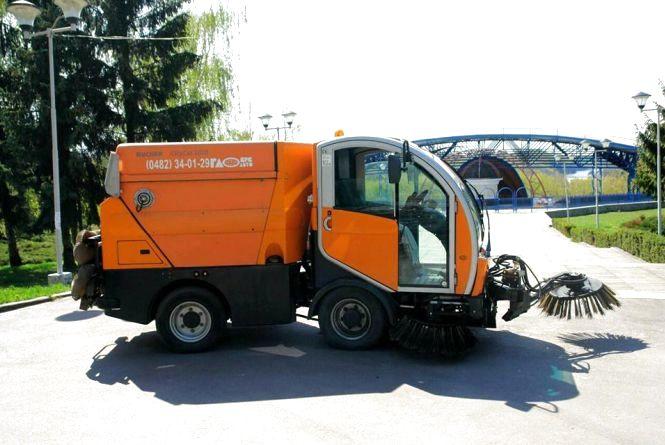 """У Житомирі з'явилася нова прибирально-підмітальна машина """"City Cat 2020"""""""