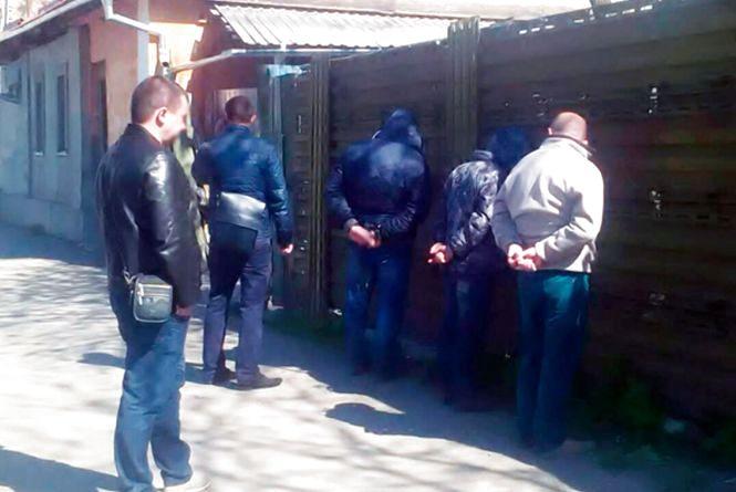 """У Житомирі впіймали групу """"домушників"""" відразу ж після вчинення крадіжки"""