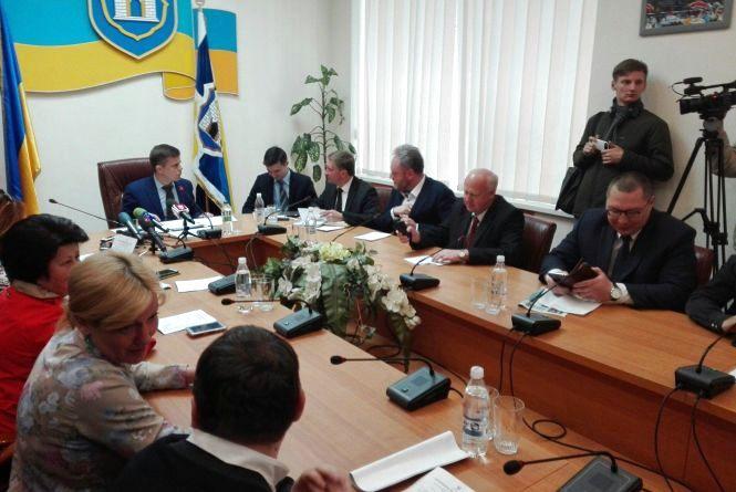 """Соцмережами """"літає"""" фото членів Житомирського виконкому, які голосували за підвищення проїзду"""