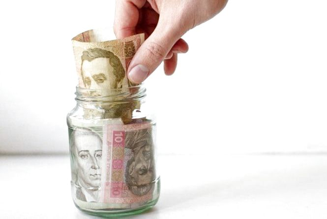 Українці частіше почали відкривати гривневі депозити