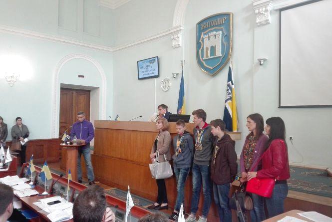 Вихованці ДЮСШ «Авангард» попросили у депутатів захисту від агресивних відвідувачів басейну