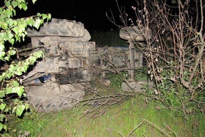 На Житомирщині під колесати трактора загинув його водій